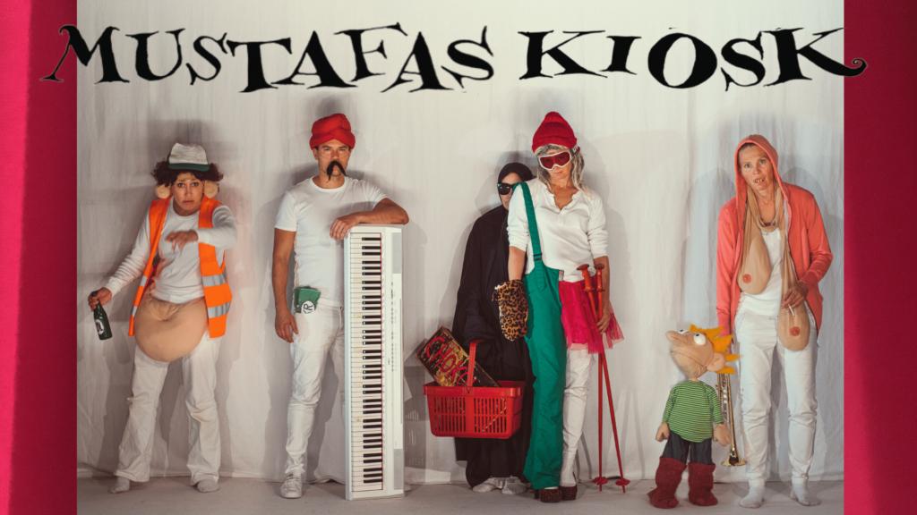Karaktererne fra Mustafas Kiosk en strid teater koncert. Foto: Rumle Skafte